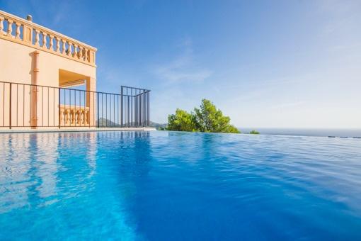Einmaliger Meerblick vom Pool aus
