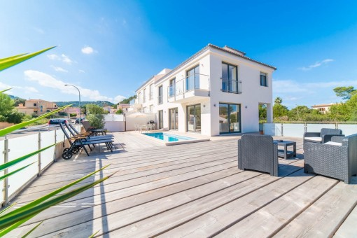Erstklassige Neubau-Doppelhaushälfte mit Meerblick in Sa Pedruscada