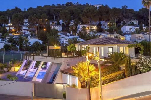Moderne, geräumige Villa im Herzen Costa de Calmas, nur wenige Gehminuten zur Bucht