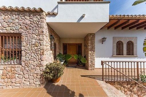 Südorientierte Villa mit Vermietungslizenz, Gästehaus, Pool und Weitblick bei Inca