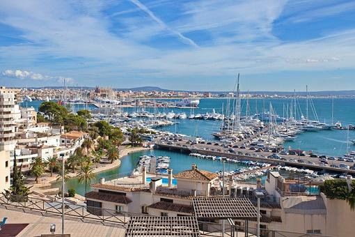 Zweistöckige Haus mit Ausblick und viel Potential in Palma