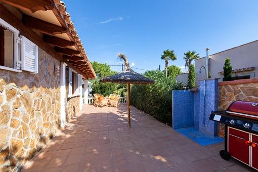 Terrasse mit Außendusche