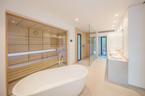 Badezimmer mit Saune