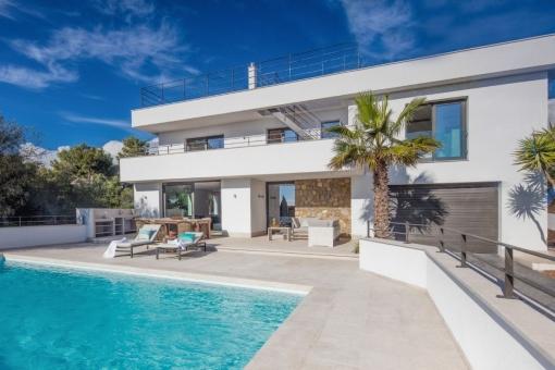 Moderne Villa von hoher Qualität mit Meerblick von der Dachterrasse in Santa Ponsa