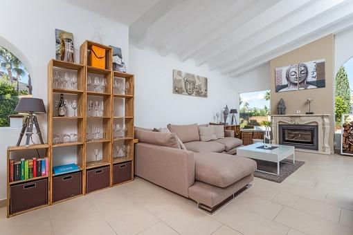 renoviertes chalet in exklusiver anlage in santa ponsa zu kaufen. Black Bedroom Furniture Sets. Home Design Ideas