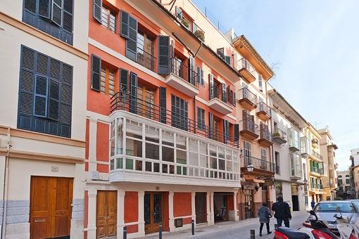 Wunderschönes denkmalgeschütztes Gebäude mit 4 Wohnungen in guter Lage in La Lonja, Altstadt