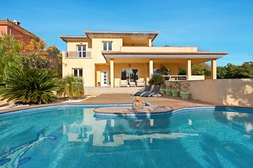 Fantastische Villa mit 5 Schlafzimmern und Pool in hervorragender Lage in Sa Cabaneta