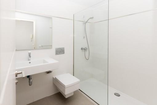sehr sch nes und luxuri ses penthouse in port verd mit meerblick zu kaufen. Black Bedroom Furniture Sets. Home Design Ideas