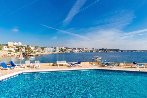 Apartment in erster Meereslinie mit fantastischem Blick und direktem Meerzugang in Cas Catalá