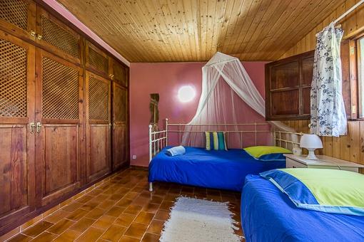 Doppelschlafzimmer mit Einbauschränken