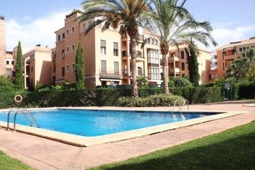 Schönes Penthouse in toller Wohnanlage mit Pool, Garage und großer Dachterrasse in Portixol