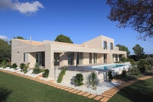 Brandneue wunderschöne Villa in Puntiró mit Meerblick