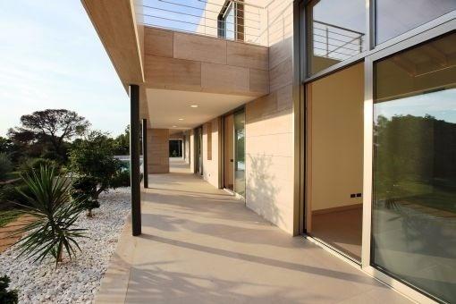 Badezimmer mit direktem Terrassenzugang