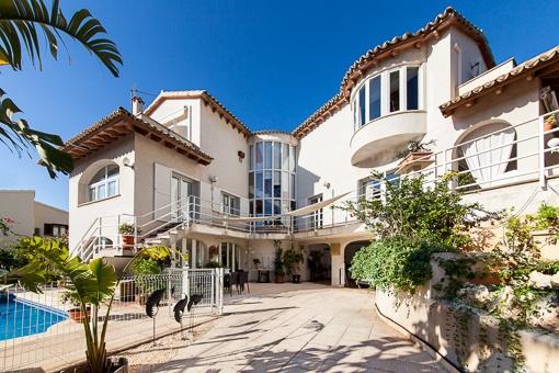 Schöne Villa in Bonanova mit Pool und Meerblick
