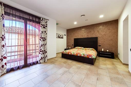 Hauptschlafzimmer mit Panoramafenster