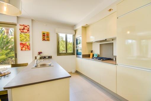 luxuri se erdgeschosswohnung in der n he des meeres in port verd zu kaufen. Black Bedroom Furniture Sets. Home Design Ideas