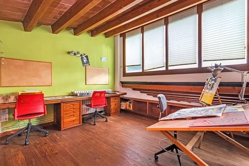 gro es haus mit grundst ck pool und g steapartment zu kaufen. Black Bedroom Furniture Sets. Home Design Ideas