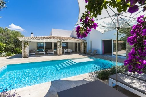 Moderne Designer Villa mit Finca- Elementen in hervorragender Lage in Santa Ponsa