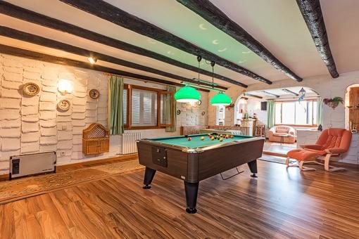 Villa mit Billiardraum