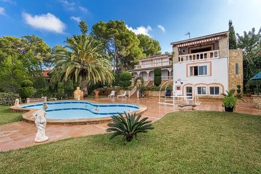 Große Villa in der Wohngegend von Nova Santa Ponsa