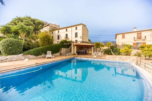 Ursprüngliches Herrenhaus mit Pool und Ausblick bis zur Bucht von Alcudia