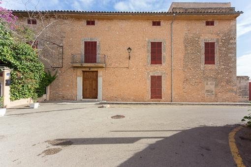 Elegantes Herrenhaus aus dem 19 Jh. am Dorfrand von Sta. Maria