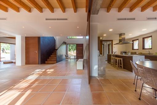 Blick auf den Eingangsbereich und Küche