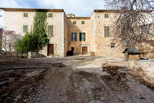 Außergewöhnliches Originales Anwesen aus dem 17 Jh. mit ca. 90 ha. Land bei Alarò