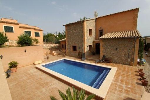 Mallorquinisches Haus mit Pool in ruhiger Gegend im Dorf Calviá