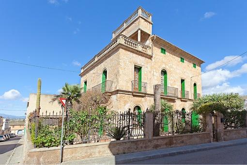 Herrenhaus mit viel Charakter und Blick auf das Tramuntana Gebirge in Sant Jordi