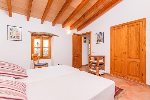 Großzügiges Schlafzimmer mit Einbauschrank