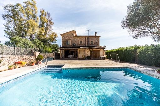 Top gepflegtes Haus im Finca-Stil mit Pool und Weitblick am Ortsrand von Santa Eugenia
