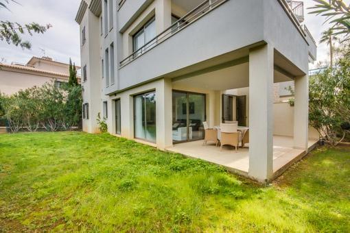 Erdgeschosswohnung mit Garten in einer privilegierten Wohnanlage in Port Verd