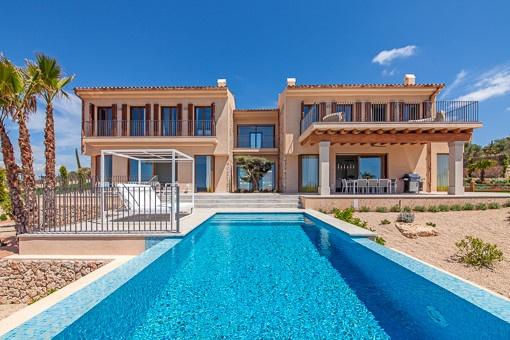 Designervilla in Son Gual mit Blick auf die Bucht von Palma