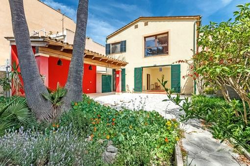 Schönes Stadthaus im Finca-Stil mit großem Garten in Andratx