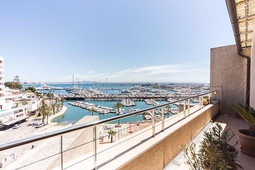 Fabelhaftes Duplex-Penthouse mit beeindruckender Aussicht zum Meer und Hafen von Can Barbara