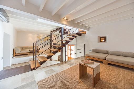 Komplett renoviertes und modernisiertes Architekten-Dorfhaus in Buger