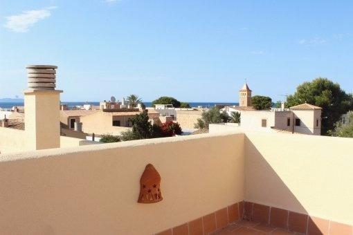 Zentral gelegene Penthauswohnung in Colònia de Sant Pere mit Meer- und Bergblick von der Dachterrasse