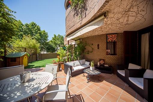 Moderne und großzügige Duplexwohnung mit Terrasse und Gemeinschaftspool in Son Armadans