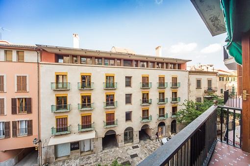 Sehr großzügige und renovierungsbedürftige Wohnung mit Balkon im Herzen der Altstadt