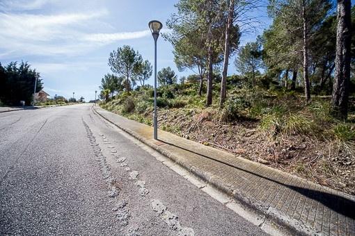 Baugrundstück mit Lizenz für den Bau einer Villa in exklusiver Wohngegend von Alcudia