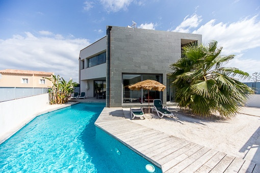 Exklusive Designvilla mit Traumblick auf Meer und Berge
