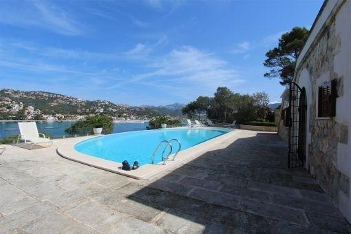 Mallorquinischer Swimmingpool