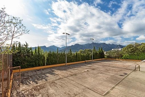 Tennisplatz mit tollem Blick in die Berge