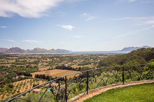 Blick auf das Mittelmeer vom Balkon