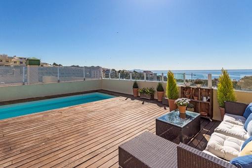 Fantastisches Penthouse mit privater Dachterrasse und Pool sowie herrlichem Meerblick