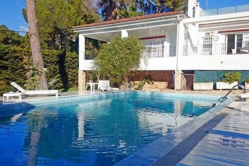 Hervorragende Villa in der Nähe des Strandes von Portals