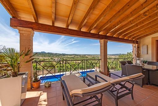 Überdachte Terrasse mit wunderbarem Ausblick
