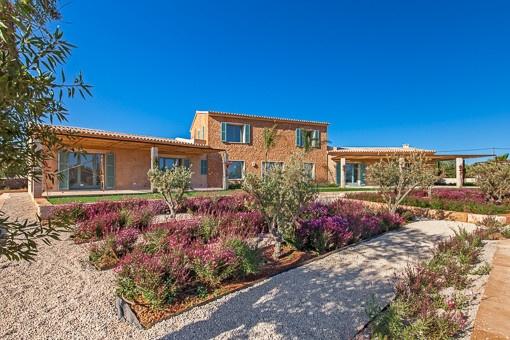 Wunderschöne moderne Finca mit mediterranem Garten in Santanyi