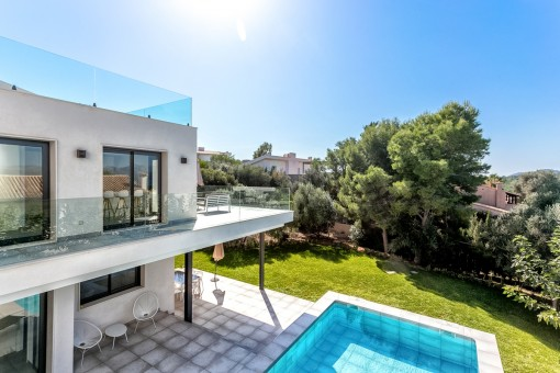 Beeindruckende Villa mit verschiedenen Terrassen und Pool